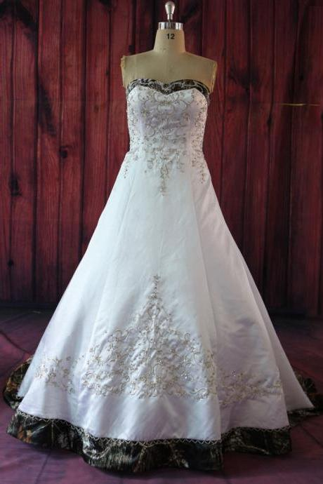 Fashion Camo Satin Embroidered Wedding Dresses,Long Beaded Strapless Sweetheart Chapel Train Bridal Dresses Wedding Gowns